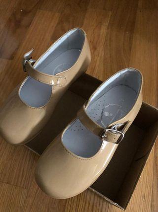 Zapatos de piel niña nuevos a estrenar