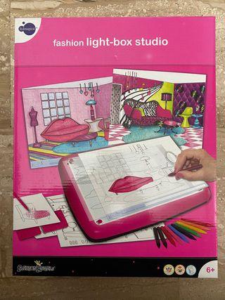 FASHION LIGHT-BOX STUDIO