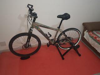 bicicleta con rodillo incluido