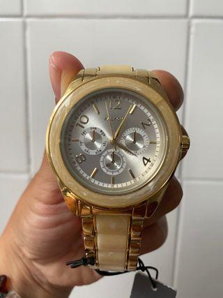 Reloj dorado de parfois