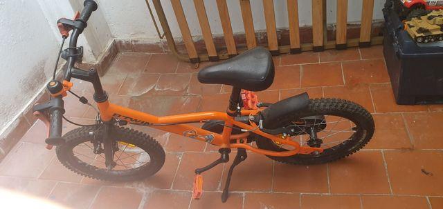bicicleta para niños. no posee sus rueditas