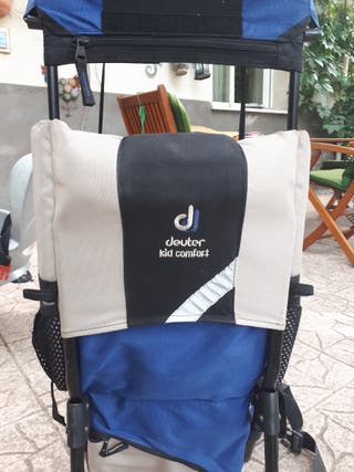 mochila portabebé Deuter montaña