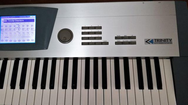 Korg Trinity (Piano-sintetizador)