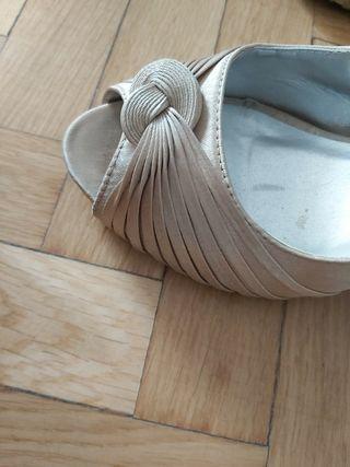 Sandalia / Zapato color dorado