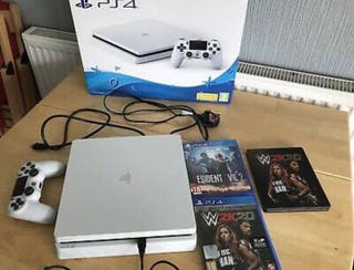 PS4 500gb console 3 games