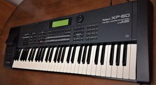Roland XP-60 (Piano-sintetizador).