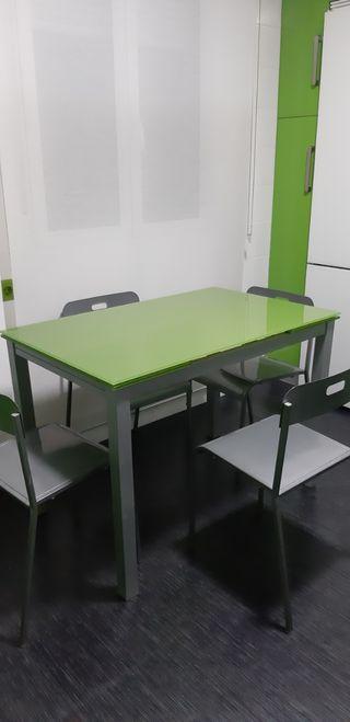 mesa cristal verde más cuatro sillas a juego