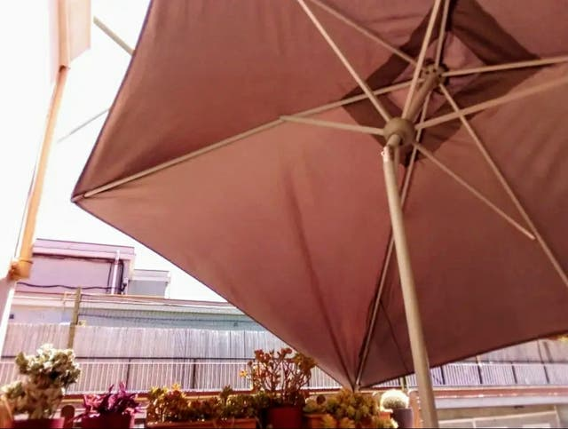 sombrilla parasol terraza y pie de hormigón