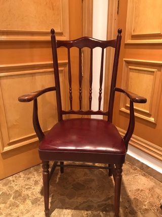 Dos sillas de madera vintage
