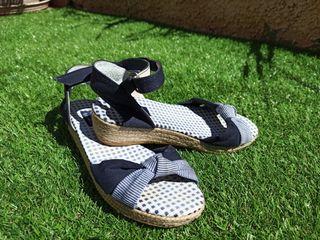 sandalias de niña color azul