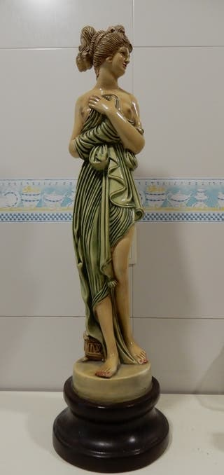 Estatua o figura decorativa mujer