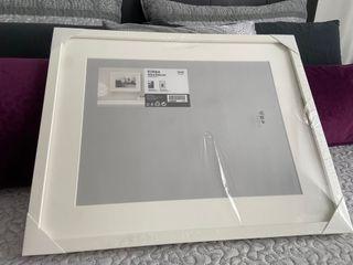 Marco Ikea aún embalado