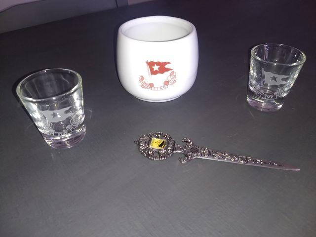 Taza, abrecartas, vasos.Piezas réplicas Titanic