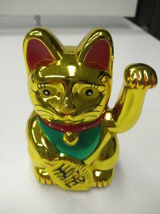 Gato chino de la suerte dorado