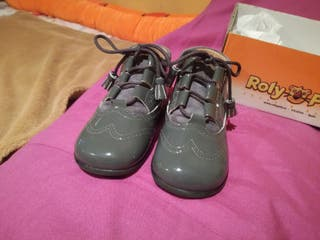 botín charol gris