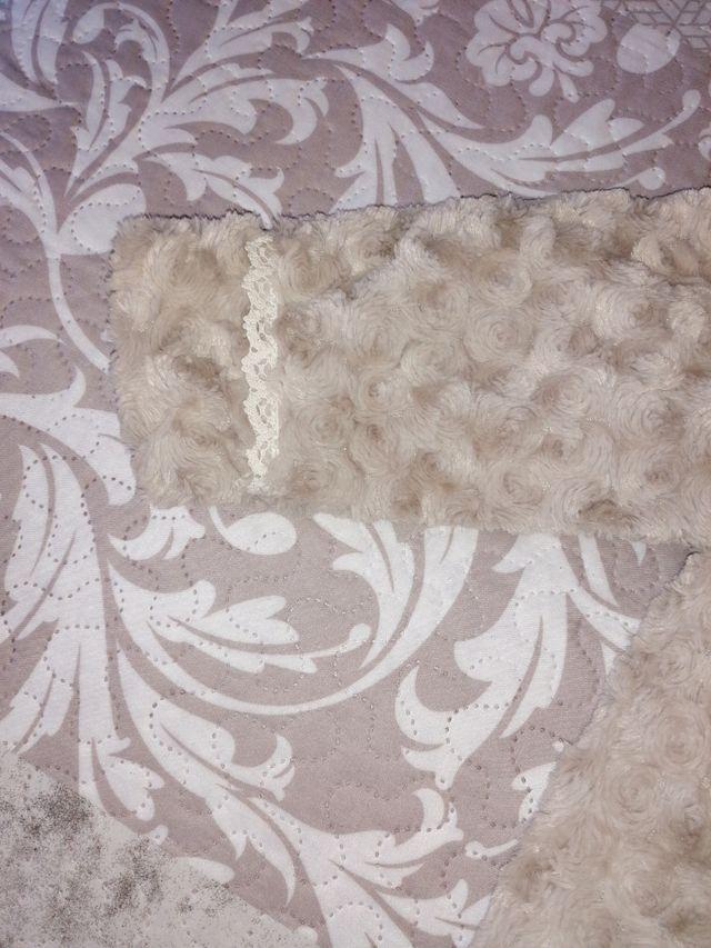 abrigo niña talla 2 años marca Rosy fuentes