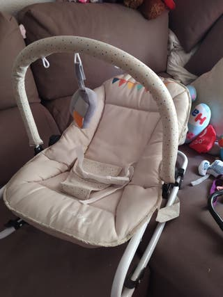 Cuna de bebé color crema