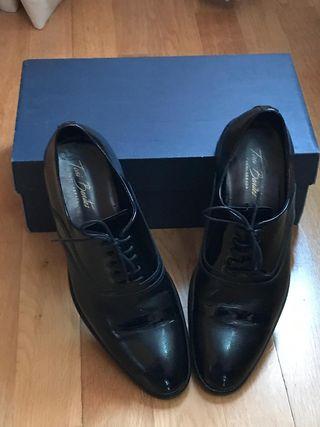 Zapatos de novio.