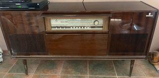 Radio tocadiscos antigua Grundig