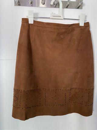 Minifalda de ante auténtico con adorno de tachuela
