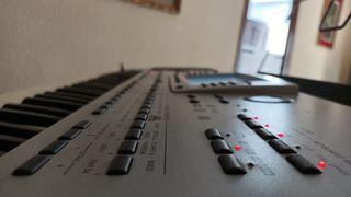 Sintetizador MIDI Korg PA80
