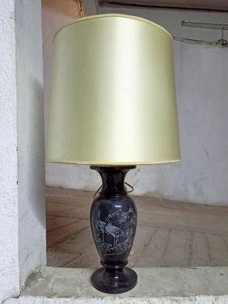 lámpara negra de sobremesa