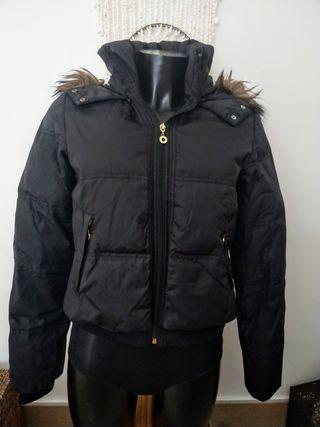 chaqueta de plumas negra