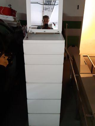 se vende mueble de color blanco