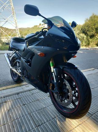 Yamaha R6 black edition