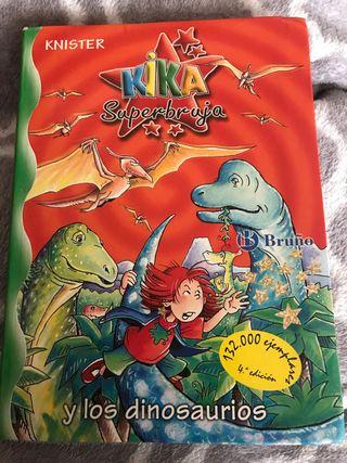 Kika súper bruja y los dinosaurios
