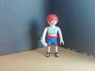 Figura Playmobil serie 18. Escaladora.
