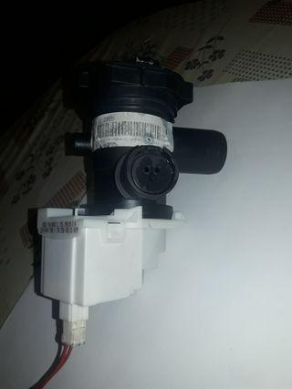 bomba de lavadora indesit Iwc61051