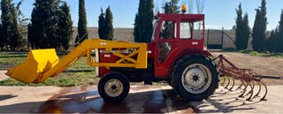 Tractor Massey Ferguson con pala