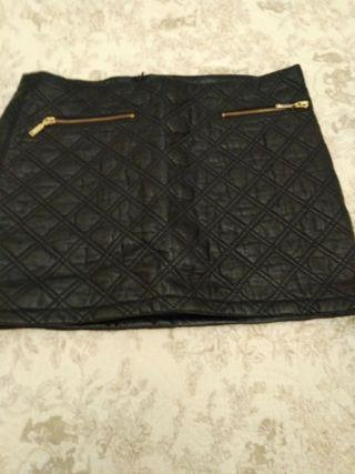 falda mini tipo cuero S/M