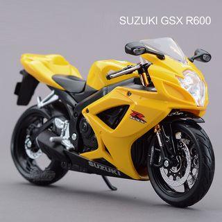 Miniatura Suzuki GSX R 600 1:12 Maisto Moto escala