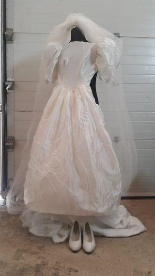 vestido de novia arrugado pero en buen estado