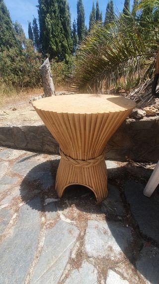 Conjunto mesa cristal y cuatro sillas