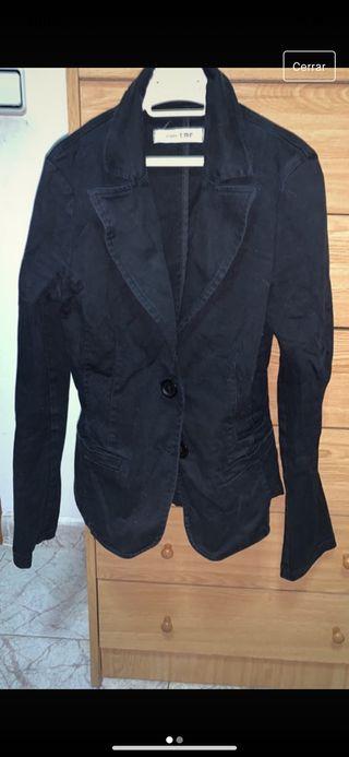 Chaqueta negra de Zara