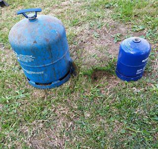 2 bombonas camping gas vacías.