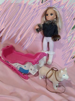 Muñeca Nancy con trineo y perro