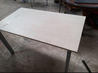 4 mesas, las de las fotos,25 eueos unida