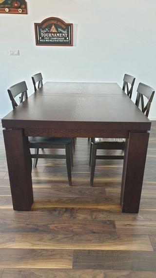 Mesa de madera maciza y 4 sillas en color wengue