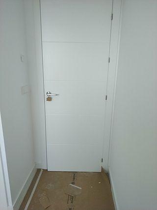 Puerta de paso modelo vt5 lacado blanco.