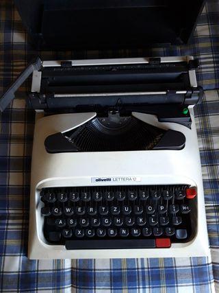 Maquina de escribir Olivetti Lettera 12