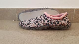 Escarpines, zapatillas talla 40 NUEVO