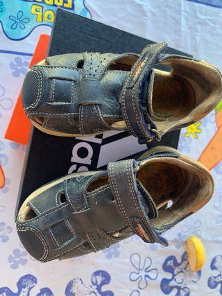 Se venden sandalias pablosky