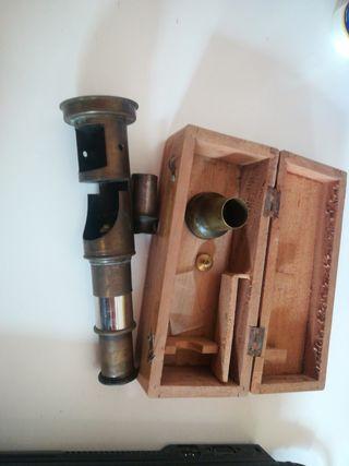 Antiguo artilugio tipo microscopio catalejo lupa