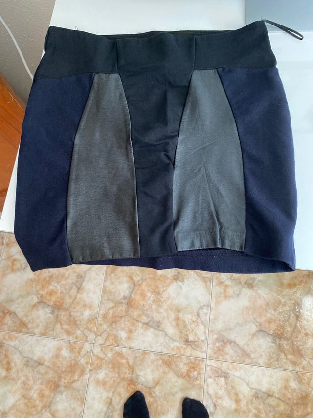 Falda azul marino