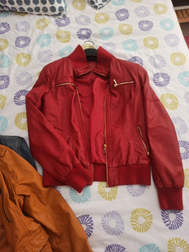 chaqueta polipiel roja