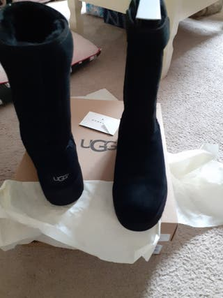 Brand New black UGG boots Size 4 Paid £160 Sell £1